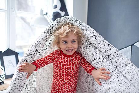 czerwona dwucześciowa piżamka dla dziecka