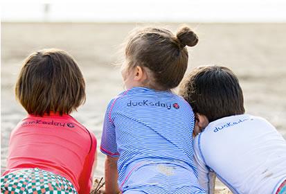 kolorowe t-shirty do kąpieli i na plażę dla dzieci